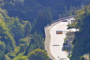 大峰トンネルの雁坂側 秩父往還への分岐点を栃本関から撮影 f300.0mm